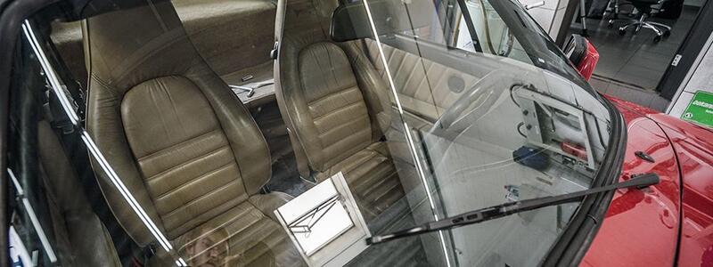 Autoglas nach Unfall oder Steinschlag tauschen lassen